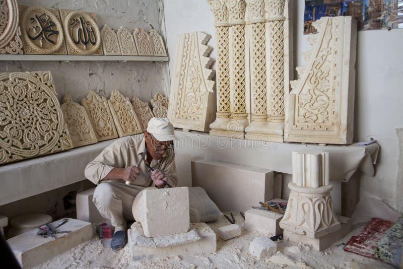 Stenarbete i mardin, Turkiet arkivbilder