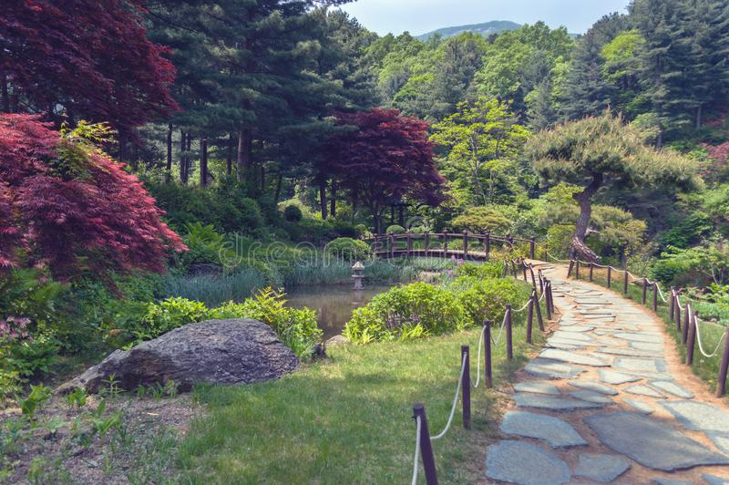 Stenbanan i korean parkerar royaltyfri bild
