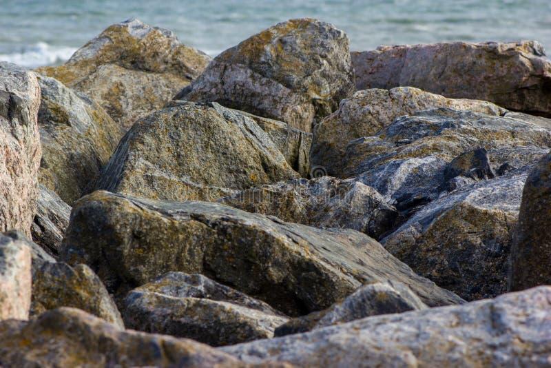 Stenblock i Saltdean, Brighton i havet royaltyfria foton