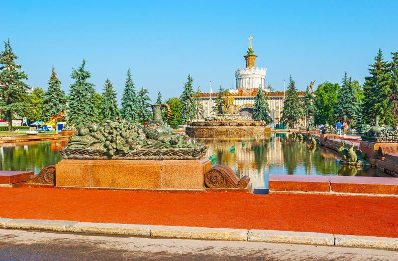 Stenblommaspringbrunn, VDNH, Moskva royaltyfria bilder