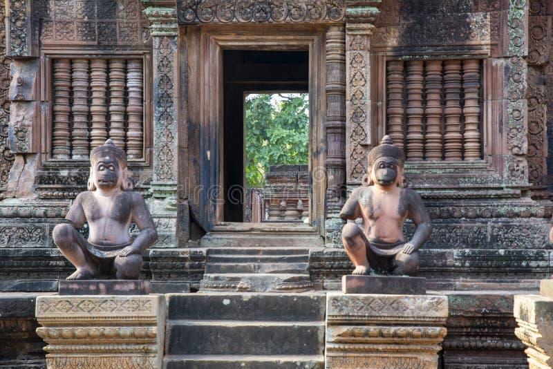 Stenbyggnad på territoriet av den komplexa Banteay för tempel sreyen cambodia royaltyfria foton