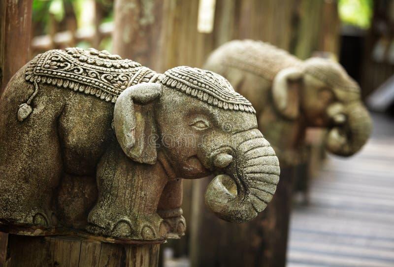 Download Stenelefantstaty fotografering för bildbyråer. Bild av garnering - 27279749