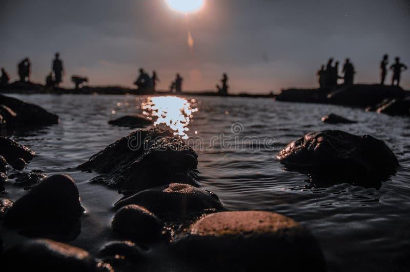 Stenen bij het strand stock foto's