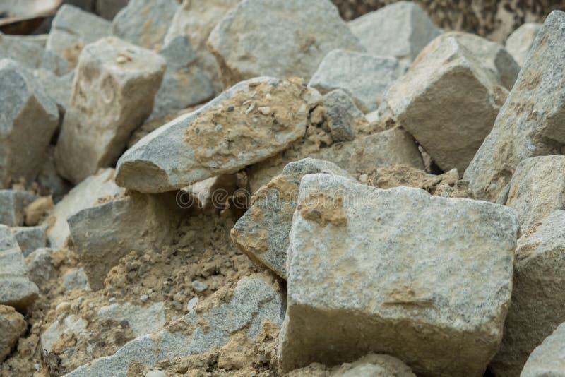 Stenen die op een construcionplaats liggen royalty-vrije stock afbeeldingen