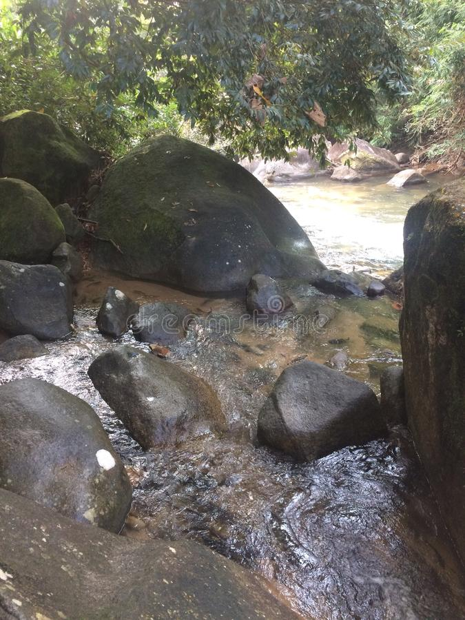 Stenen in het Nationale Park van Namtokphlio stock foto's