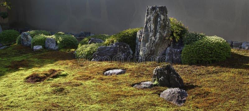 Stenen in Japanse zentuin royalty-vrije stock foto's