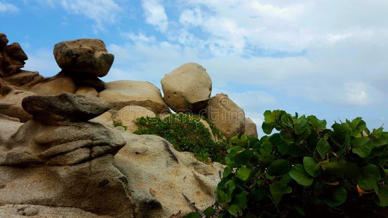 Stenen met blauwe hemel royalty-vrije stock foto's
