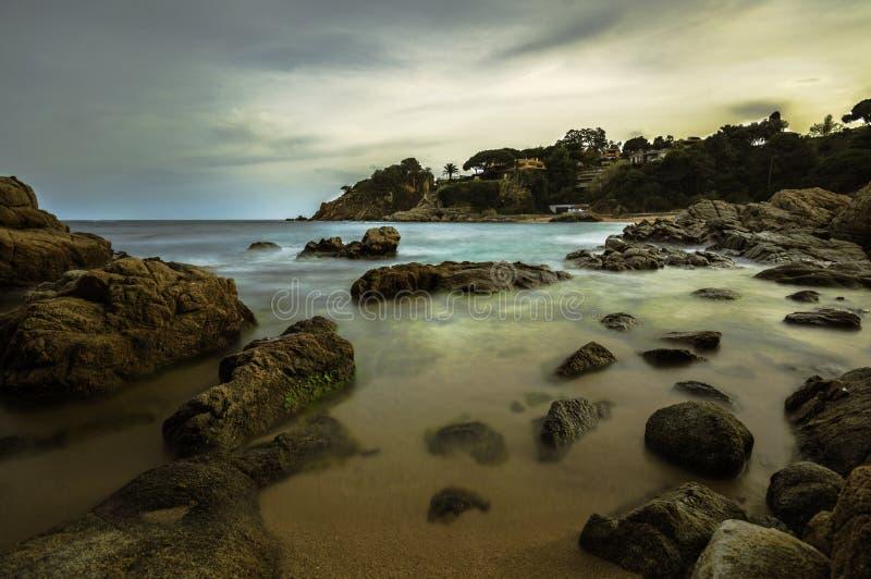 Stenen op het strand stock afbeeldingen