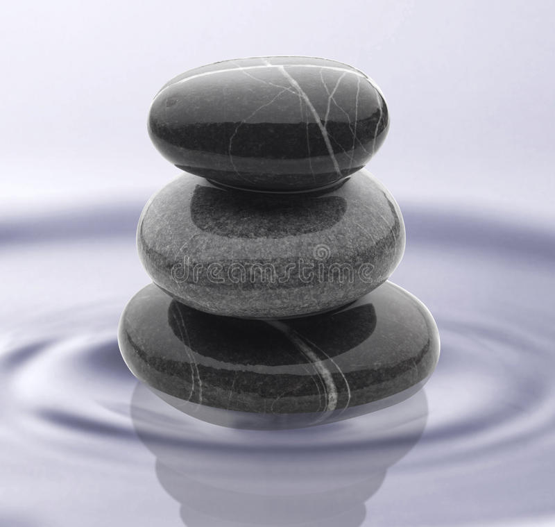 Stenen op water royalty-vrije stock foto