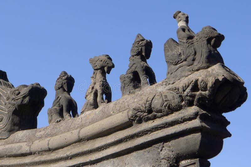 Stenen snider av ett kinesiskt tak arkivbild