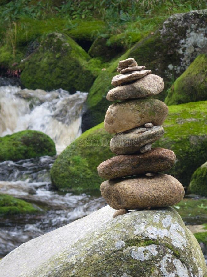 Stenen står hög royaltyfri bild