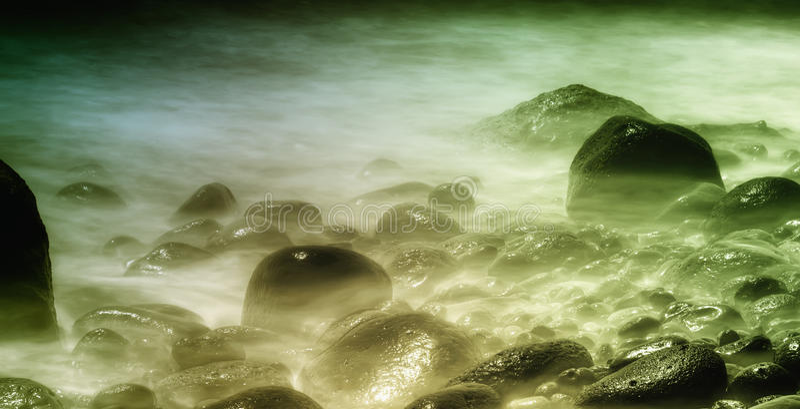 Stenen in water stock afbeeldingen
