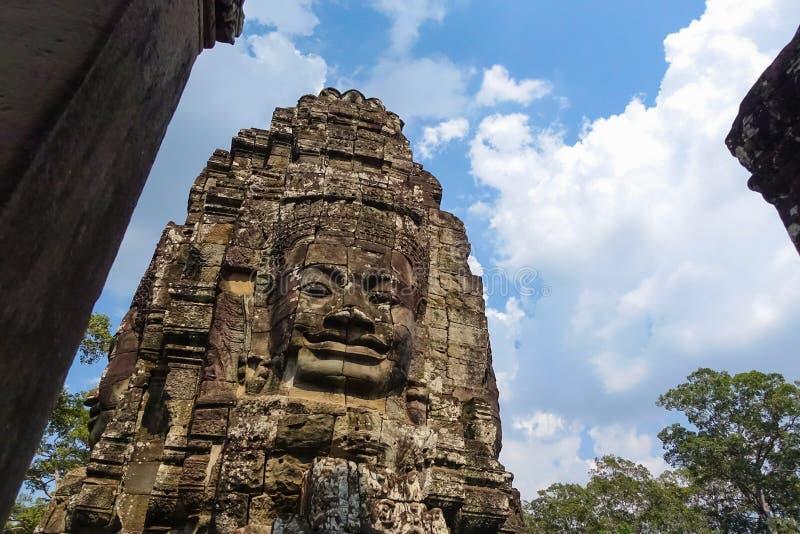 Stenframsida på den Bayon templet på Angkor Thom royaltyfria bilder