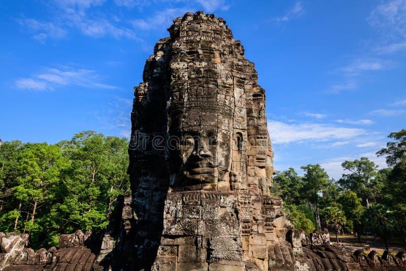 Stenframsidor av den Bayon templet, Angkor Thom, Cambodja arkivbilder