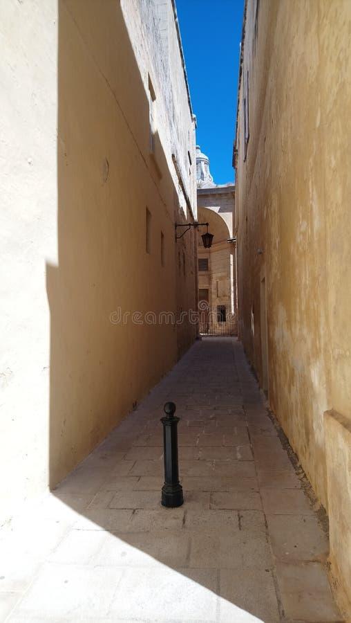 Stengrändväg i Medina royaltyfri bild
