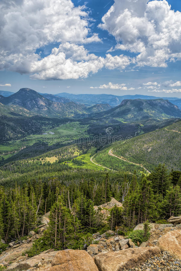 Stenig bergssida i Rocky Mountain National Park fotografering för bildbyråer