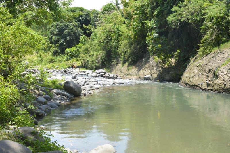 Stenig del av den Ruparan floden på barangay Ruparan, Digos stad, Davao del Sur, Filippinerna royaltyfria bilder