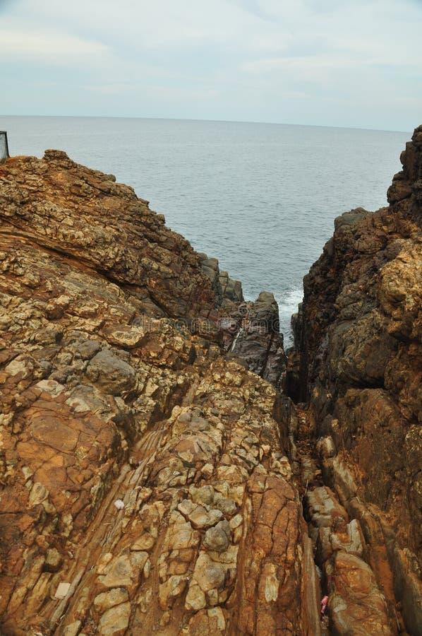 stenig havskust fotografering för bildbyråer