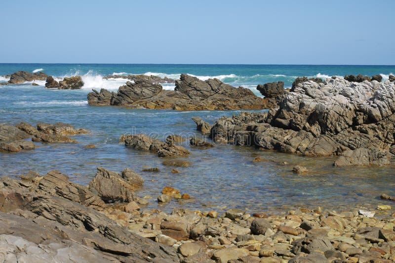 Stenig kust i Sydafrika royaltyfria bilder