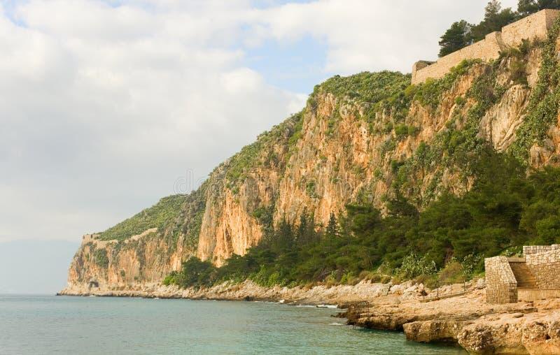 stenig kust- liggande arkivbild