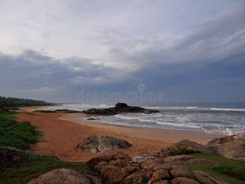 Stenig kust, Sri Lanka royaltyfri bild