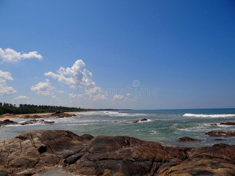 Stenig kust, Sri Lanka royaltyfri foto