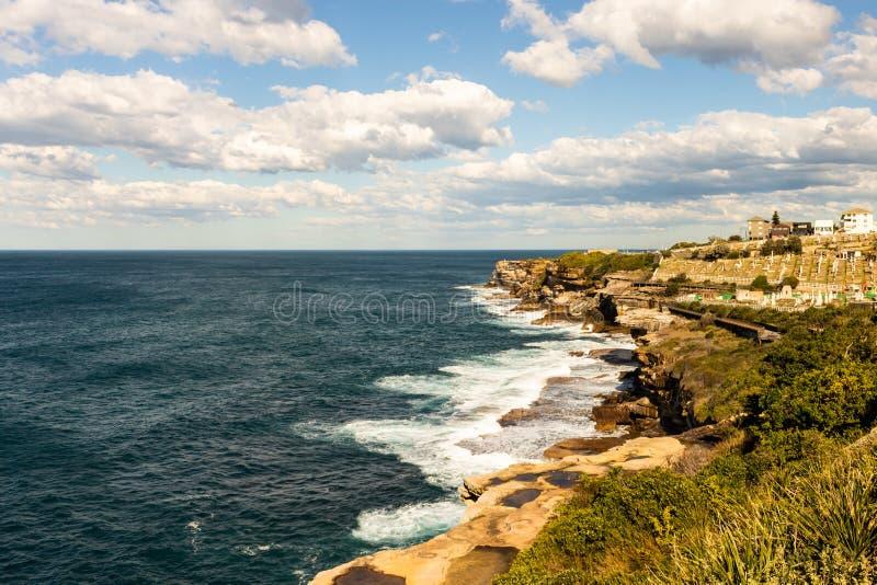 Stenig kustlinje i sydney Australien arkivfoton