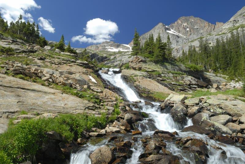 stenig vattenfall för alpina colorado berg fotografering för bildbyråer