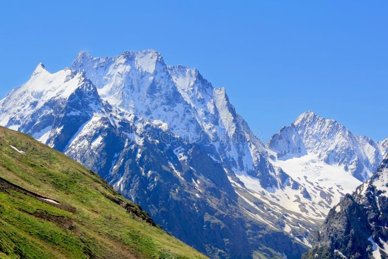 Steniga berg i den Kaukasus regionen i Ryssland arkivfoto
