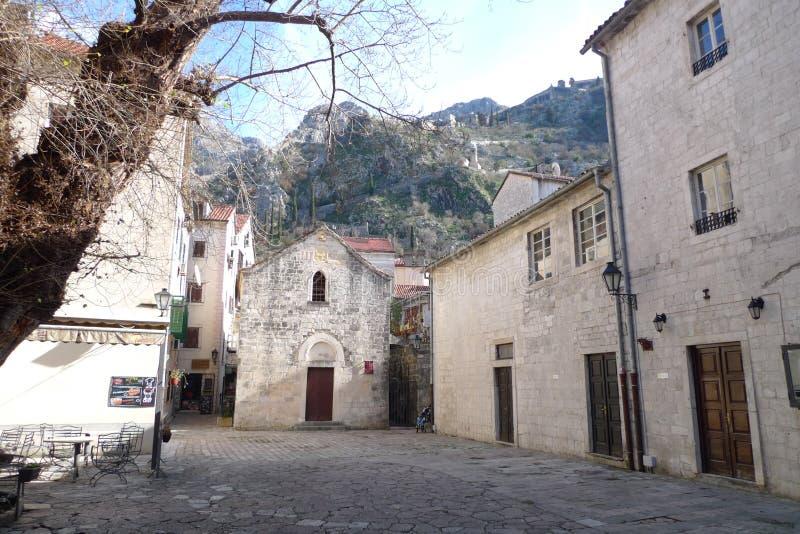 Stenkvadrat i Montenegro, historiska byggnader och estetik arkivfoton
