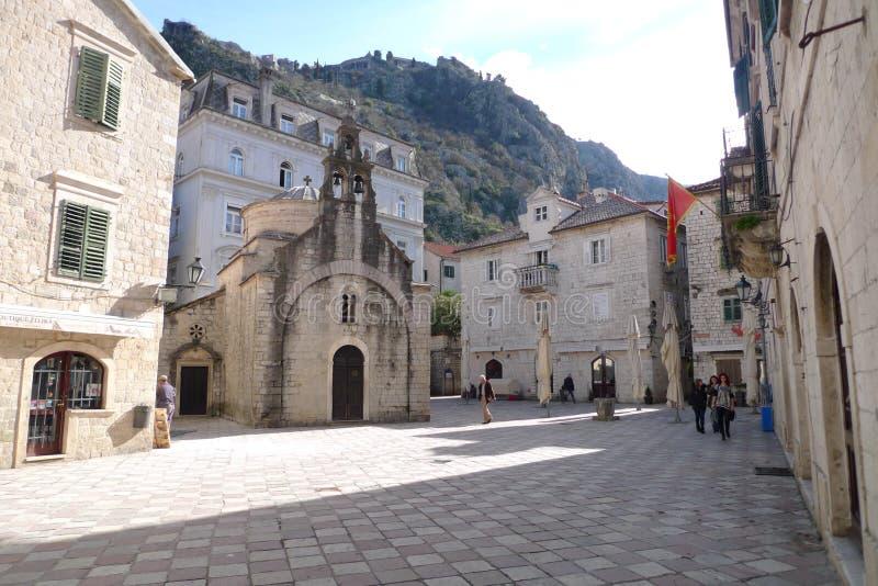 Stenkvadrat i Montenegro, historiska byggnader och estetik royaltyfri fotografi