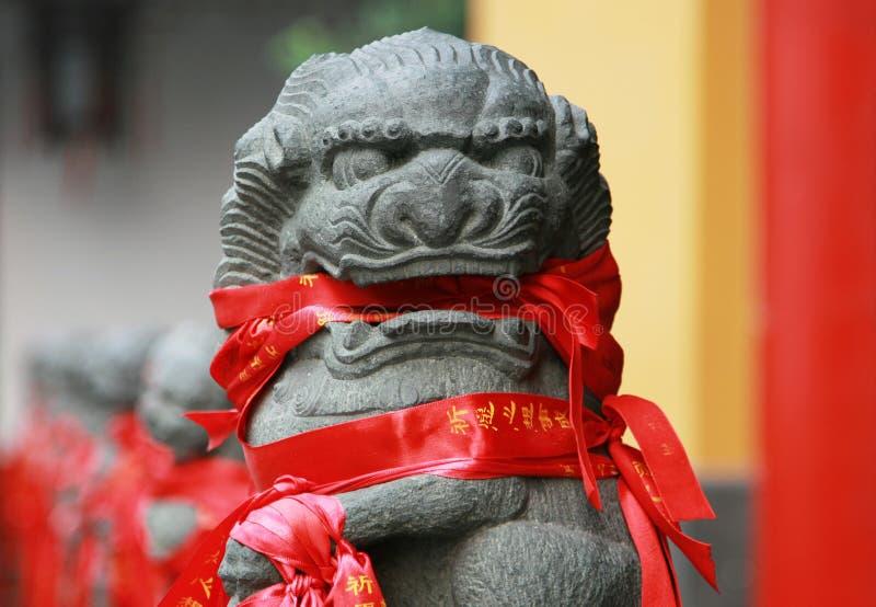 Stenlejondiagram med traditionella bönband, Kina arkivbild