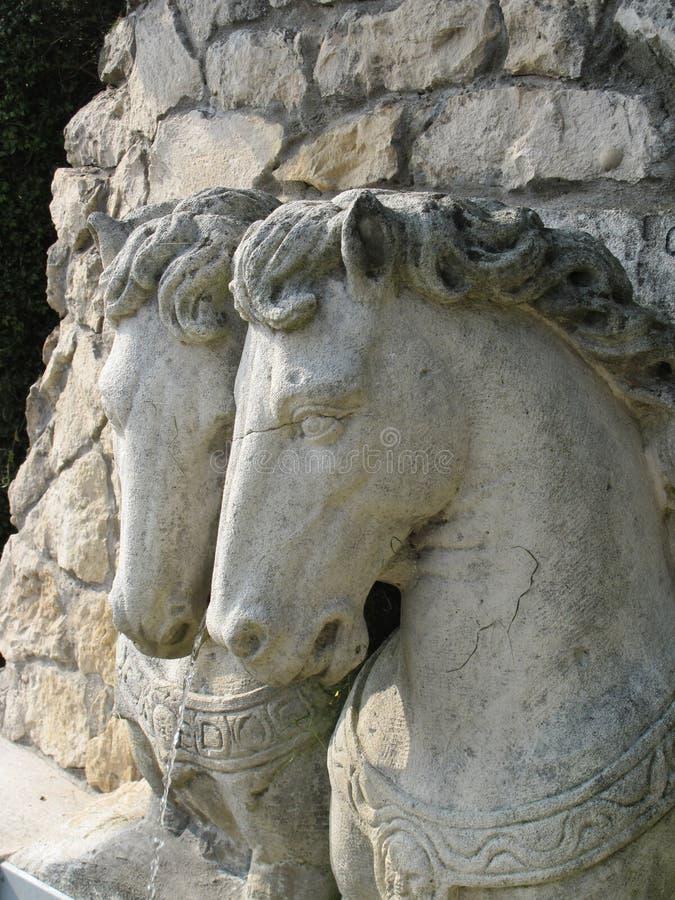 Stenskulpturer av hästar royaltyfri fotografi