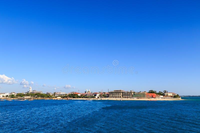 Stenstad Zanzibar som ses från vattnet royaltyfria bilder
