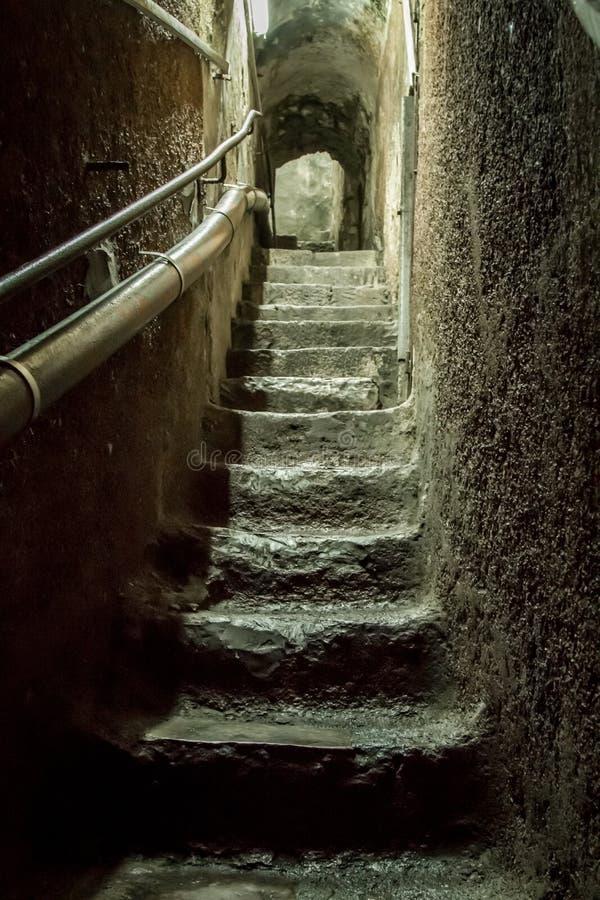 Stentunnel med våta moment fotografering för bildbyråer