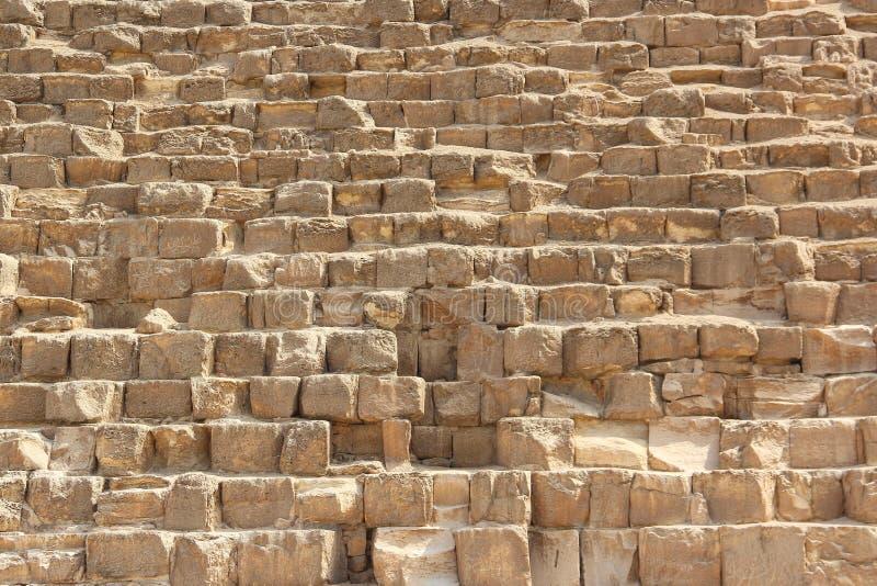 Stenvägg av egyptiska pyramider i Giza, slut upp arkivfoto