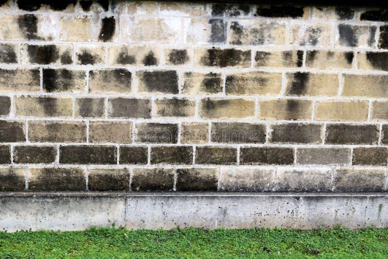 Stenvägg av inre borggårdar i militärt fängelse royaltyfri bild