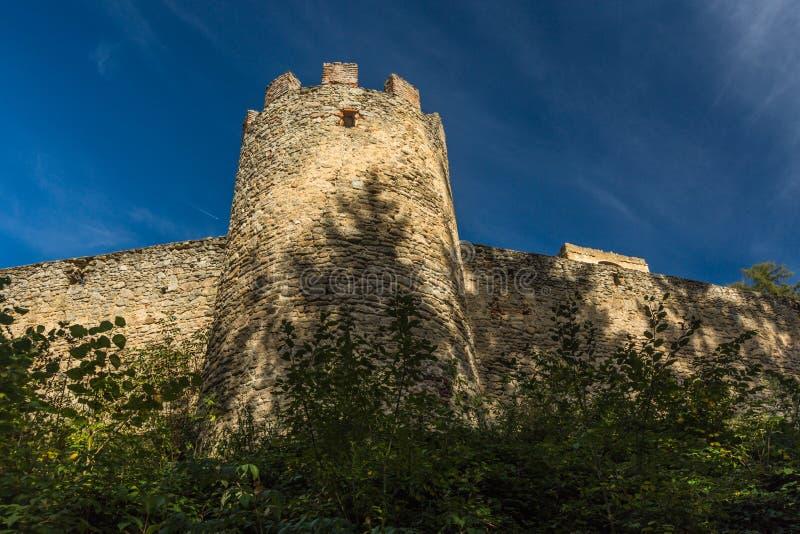 Stenvägg och en bastion som en del av berikning royaltyfria foton
