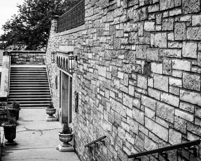 Stenvägg och trappa - bagareMemorial United Methodist kyrka royaltyfri fotografi
