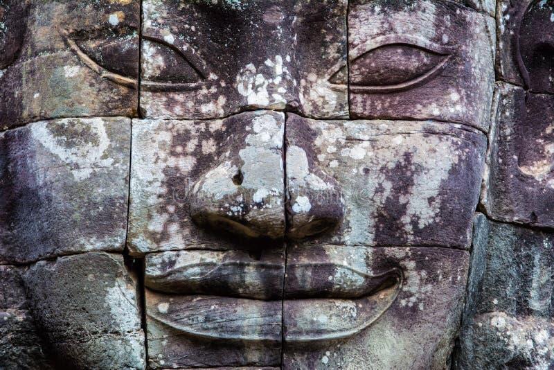Stenväggmålningar och statyBayon tempel Angkor Thom Angkor Wat royaltyfri fotografi