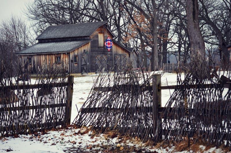 Steppdecken-Scheunen-Winter stockbilder