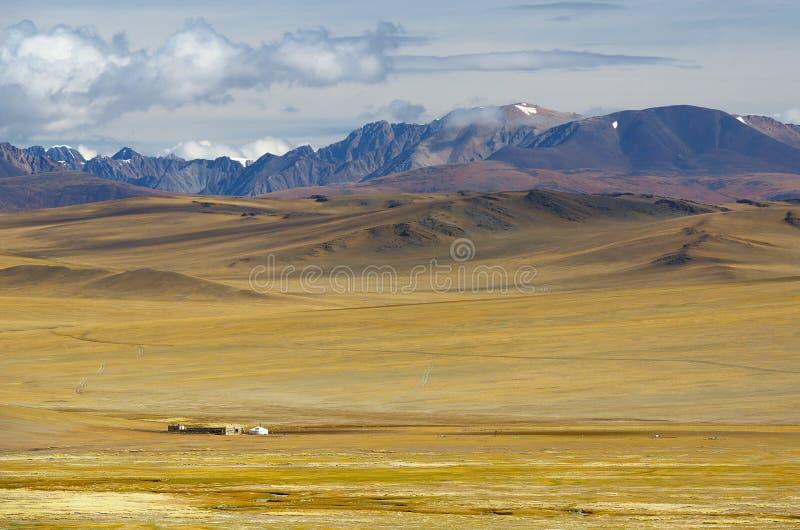 Steppenlandschaft mit nomad& x27; s-Lager stockfoto