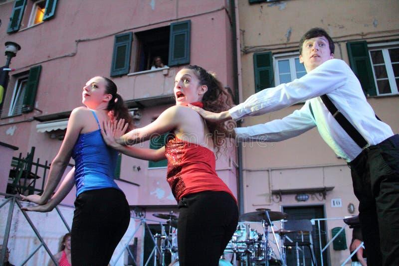 Stepptanzleistung: Boccadasse Genua, 23 06 2019: stockfoto