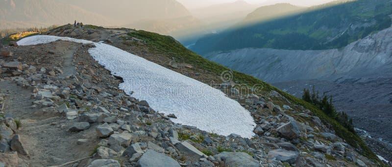 Stepway ed isola nevosa immagini stock libere da diritti