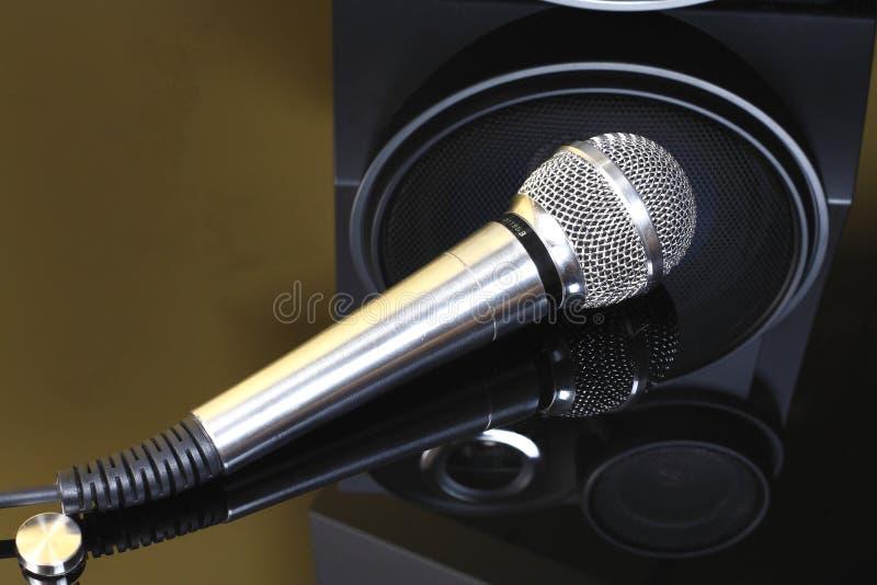 Stereo-installatie met sprekers en microfoon stock fotografie