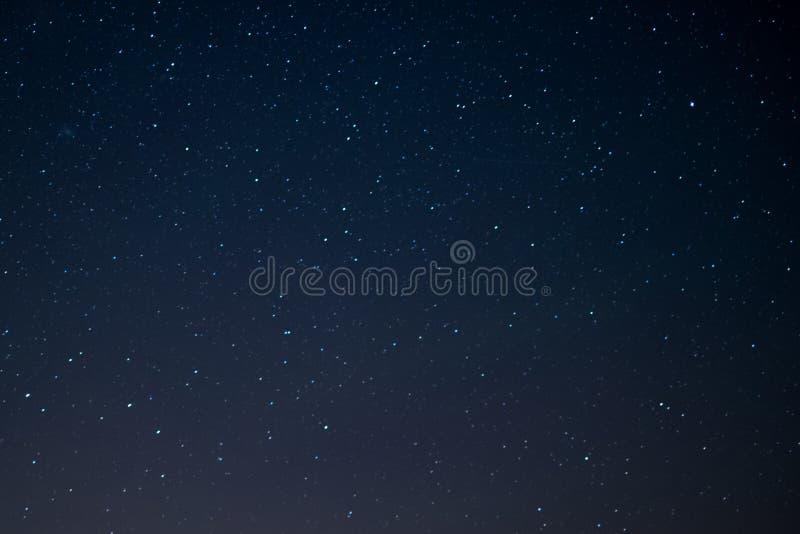 Sterhemel bij nacht, ruimteachtergrond royalty-vrije stock afbeelding