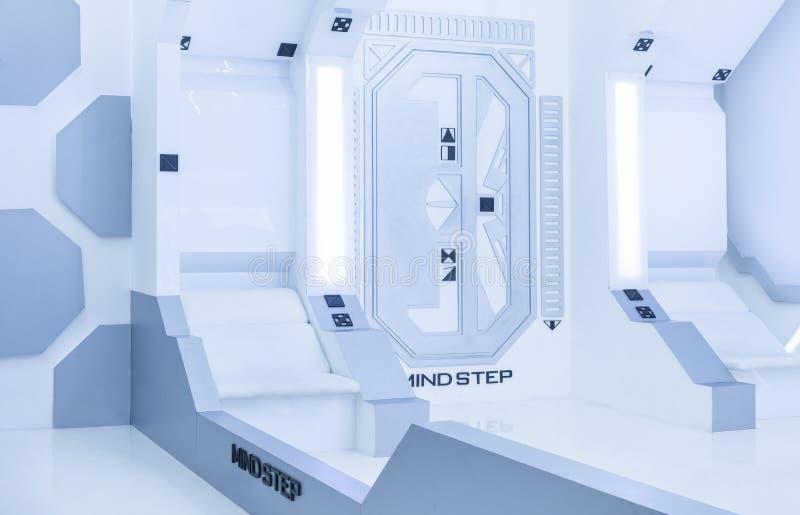 Steriler Innenraum des hellen weißen blauen futuristischen Raumes lizenzfreie abbildung