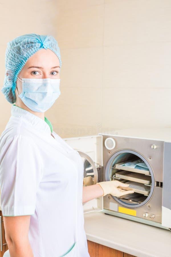 Sterilizzazione degli strumenti medici immagine stock