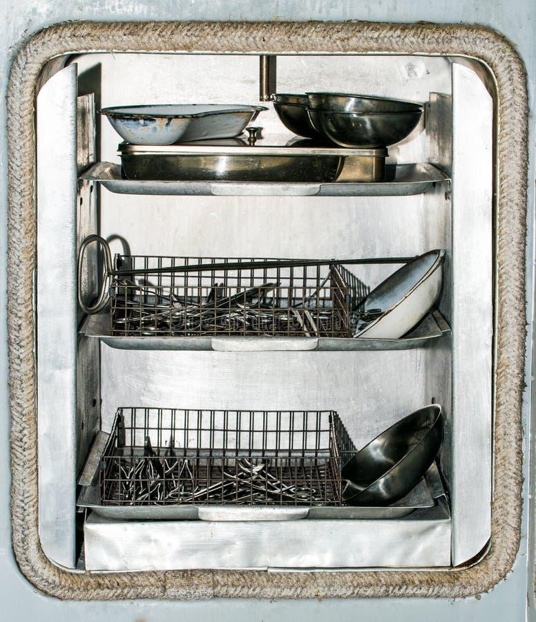 Sterilizzazione degli strumenti medici Forbici e morsetti chirurgici d'acciaio fotografie stock libere da diritti