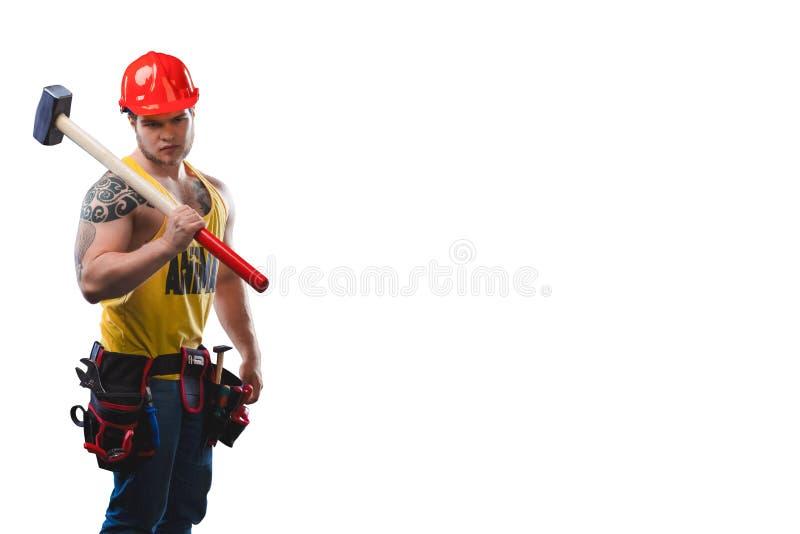 Sterk bouw bouwvakker met grote die hamer in wit wordt geïsoleerd stock foto